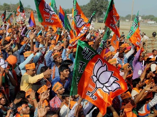 People throng the venue of Prime Minister Narendra Modi's Parivartan Sankalp rally in Phulpur, Uttar Pradesh on Monday.
