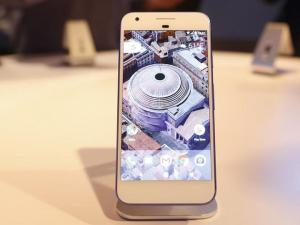Google launches AI-powered Pixel smartphone