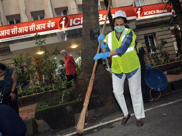 Narendra Modi, Mahatma Gandhi, clean india campaign, swachh bharat abhiyaan, swachh bharat mission, clean india, icici bank, sbi chief, chanda kochhar, sbi, Clean India Mission, Arundhati Bhattacharya