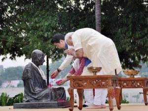 Narendra Modi, Japanese Prime Minister Shinzo Abe and his wife Akie pay tributes to Mahatma Gandhi
