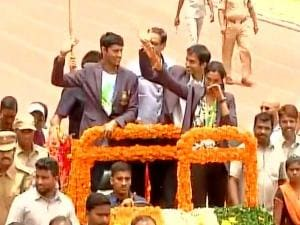 Silver medalist Sindhu gets grand welcome in Hyderabad