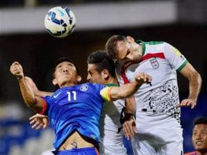 Sunil Chettri competes the ball with Jalal Hosseini
