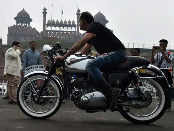 Vintage bike, Vintage car rally, Display,21 Gun Salute, Mahesh Sharma, Red Fort, Noida