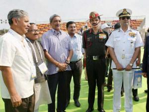 Defence Minister Manohar Parrikar (3rd L), MoS Rao Inderjit Singh, Goa CM Lakshmikant Parsekar, Chief of Army Staff General Dalbir Singh Suhag (3rd R), Chief of Naval Staff Admiral RK Dhowan