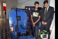 RBI Governor Raghuram Rajan at the exhibition organised by engineering students of Somaiya