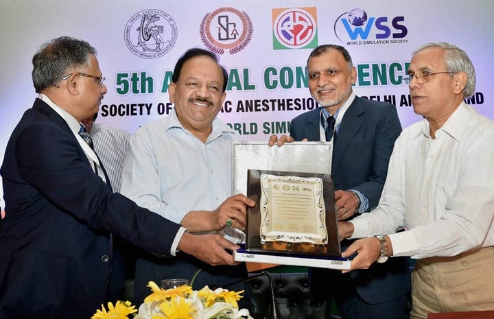 Union Health Minister, Harsh Vardhan, memento, AIIMS, director, MC, Mishra, President, World Simulation Society,Yatin Mehta, inauguration, 5th, Annual, Conference, Society, Cardiac, Anesthesiology, New Delhi
