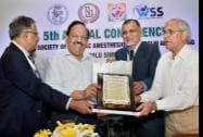 Union Health Minister Harsh Vardhan  receives a memento from AIIMS director