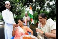 RJD chief Lalu Prasad Yadav's wife and former Bihar Chief Minister Rabri Devi eating 'jalebi'