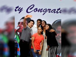 Sachin Tendulkar taking selfie