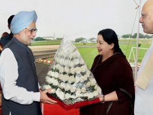 Jayalalithaa with Former Prime Minister Manmohan Singh