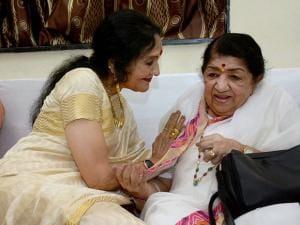 Lata Mangeshkar along with actress Vaijayanti Mala