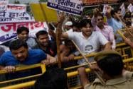 AAP activists protest against Delhi Police