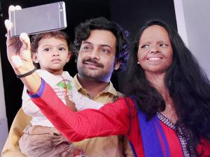 Acid attack victim Laxmi clicks a selfie with her husband