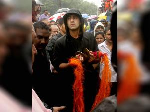 Ranbir Kapoor takes part in Ganapati immersion procession