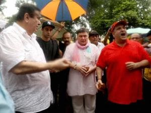Randhir Kapoor, Rajeev Kapoor and Rishi Kapoor take part in Ganapati immersion procession at RK Studio