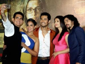 Director Omung Kumar with actors Richa Chadda, Randeep Hooda, Aishwarya Rai Bachchan and Darshan Kumaar during the trailer launch of their upcoming  film 'Sarbjit' in Mumbai.