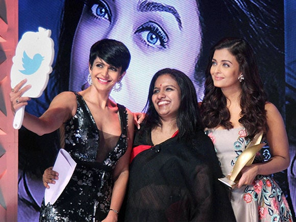 Aishwarya Rai Bachchan, Outlook magazine, Mandira Bedi, Outstanding Women Awards
