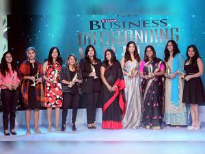Aishwarya Rai Bachchan along with other awardees at the Seventh Outlook Business Outstanding Women Awards