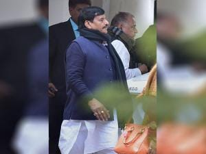 Mulayam Singh with Shivpal Yadav leaves to meet the Election Commission