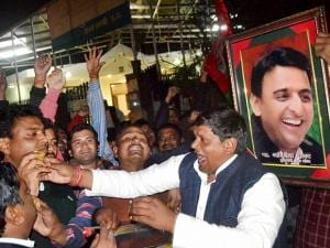 Akhilesh Yadav got the Samajwadi Party symbol, the cycle, and the party name