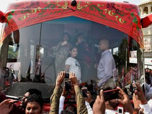 Akhilesh Yadav's wife Dimple Yadav and daughter in the Rath