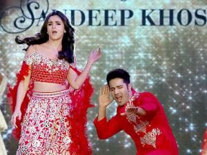 Alia Bhat and Varun Dhawan break into a jig at a fashion show