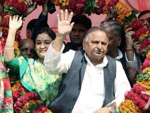 Mulayam Singh Yadav with his daughter-in-law and SP candidate Aparna Yadav