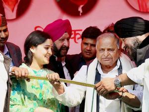 Mulayam Singh Yadav with his daughter-in-law and SP candidate Aparna Yadav at an election rally in Lucknow