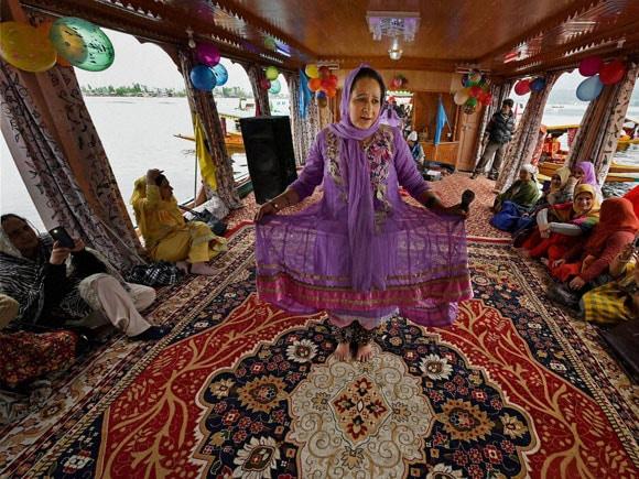 Kashmir Tourism Festival 2016, Kashmir Tourism Festival, Kashmir tourism, Dal Lake, Houseboats, Shikara, kashmir tourism festivals, dal lake images, dal lake in winter, dal lake shikara, dal lake boat house, dal lake srinagar, dal lake frozen, kashmir tourism srinagar, kashmir tourism pictures, kashmir tourism images, kashmir tourism news, jammu and kashmir tourism, jammu and kashmir temperature,  Jammu and Kashmir