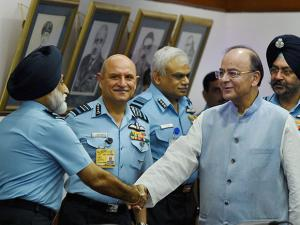 Defence Minister Arun Jaitley interacting with senior Air Force officers
