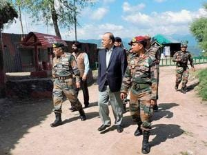 Defence Minister Arun Jaitley with GOC of Baramulla based Division