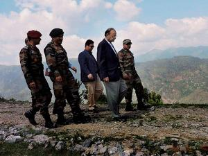 Defence Minister Arun Jaitley with troops as he reviews security situation in the Valley