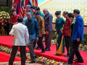 PM Narendra modi with leaders of ASEAN, their spouses