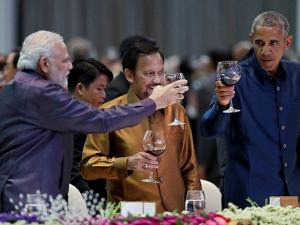 Prime Minister Narendra Modi and U.S. President Barack Obama, toast at the ASEAN