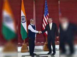 Manohar Parrikar shakes hand  with US  Secretary of Defense Ashton B. Carter