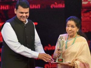 Legendary playback singer Asha Bhosle being presented Lifetime achievement award by Maharashtra Chief Minister Devendra Fadnavis during the Lokmat Maharashtrian of the Year Awards 2016  in Mumbai