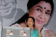 Legendary singer Asha Bhosle releases her Bengali musical album