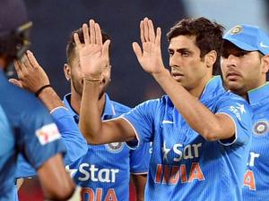 Ashish Nehra celebrates the wicket of Sri Lankan batsman N.Dickwella