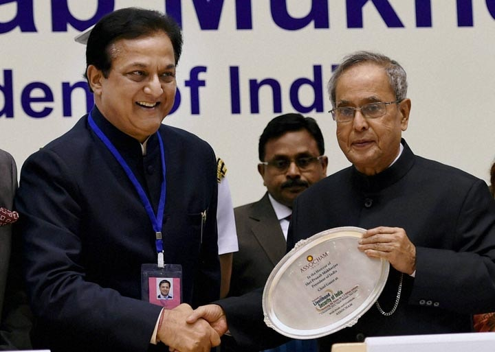 "President, Pranab Mukherjee, receives, publication, ASSOCHAM president, Rana Kapoor,  ASSOCHAM, summit, ""Livelihood Security of India"""
