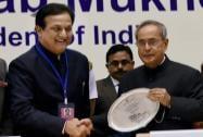 President Pranab Mukherjee receives a memento from ASSOCHAM president Rana Kapoor