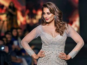 Bipasha Basu walks the ramp at Fashion Tour 2016 01