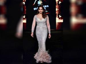Bipasha Basu walks the ramp at Fashion Tour 2016 03