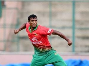 Rubel Hossain celebrates the wicket of Mayank agarwal