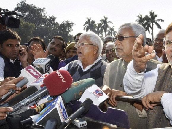 Nitish Kumar, Bihar CM,  Jitan Ram Manjhi, Bihar  Governor,  Keshari Nath Tripathi, Lalu Prasad, Sharad Yadav, Raj Bhavan