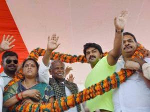 HUM party chief Jitan Ram Manjhi along with Bhojpuri actor Pawan Singh