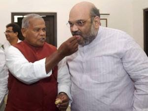Amit Shah is offered sweets by HAM(S) chief Jitan Ram Manjhi