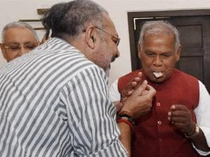 Giriraj Singh offers sweets to HAM(S) chief Jitan Ram Manjhi