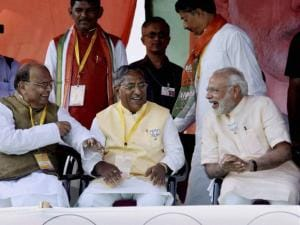 Prime Minister Narendra Modi with MP Bhola Singh and opposition leader Nand Kishor Yadav