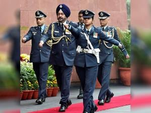 New Air Chief Birender Singh Dhanoa takes guard of honour