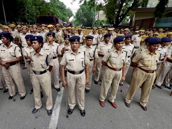 Police women, BJP, AAP, Somnath Bharti, BJP Mahila Morcha, Aam Aadmi Party, New Delhi